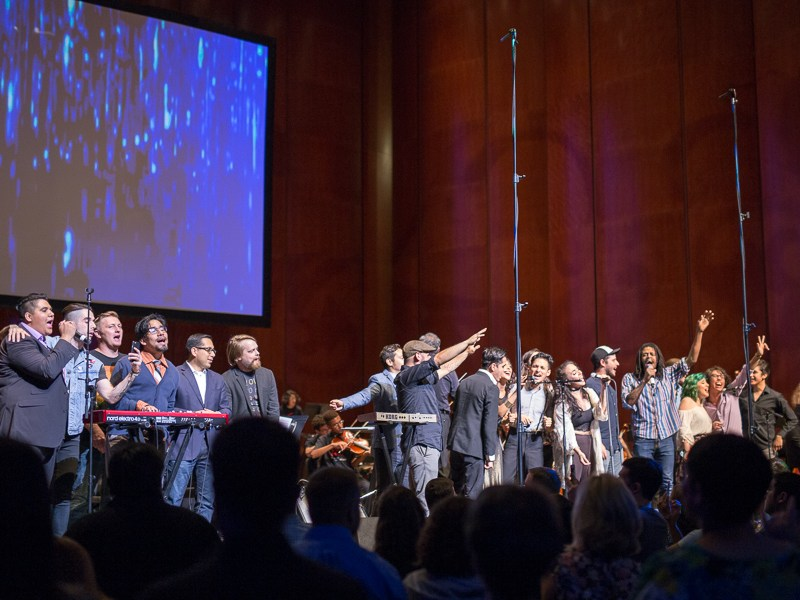 """The entire lineup hit the stage for an encore of """"High and Dry"""". Photo by Scott Ball."""
