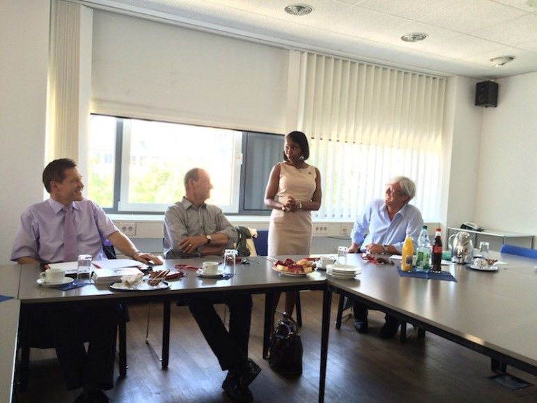 Darmstadt - Mayor Taylor addresses Lord Mayor Jochen Partsch