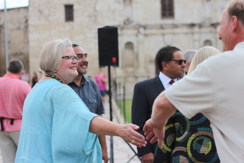 San Antonio Conservation Society President Sue Ann Pemberton shakes hand with an attendee. Photo by Joan Vinson.