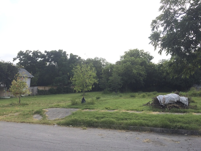 The vacant lots at 914 and 916 N. Mesquite St. in Dignowity Hill. Courtesy image.
