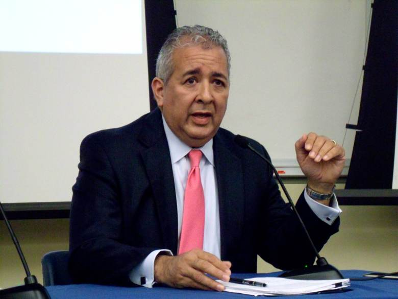 SAWS President and CEO Robert Puente speaks in a panel discussion about the Vista Ridge project at the University of Texas at San Antonio on Wednesday, Oct. 21, 2015. Photo by Edmond Ortiz