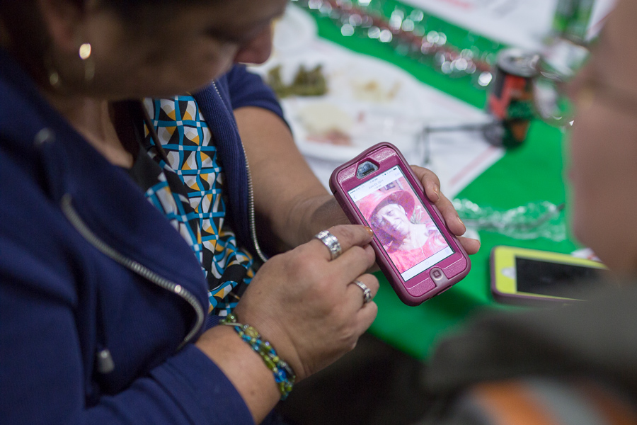 Doris Sarabia points to a photograph of her mom on her phone. Photo by Scott Ball.