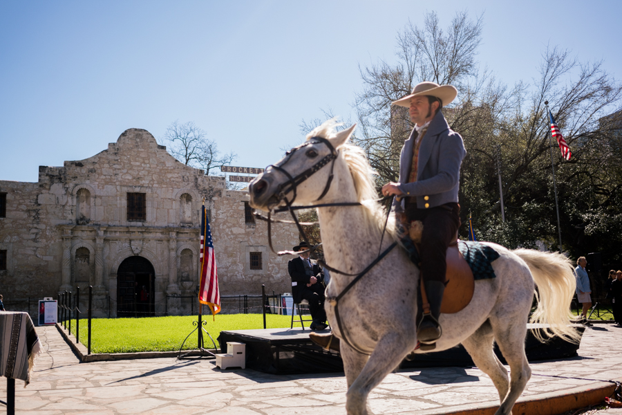 """Scott McMahon, Director La Bahia, reenacts taking the famous """"Victory or Death Letter from Alamo Commander William B. Travis. Photo by Kathryn Boyd-Batstone"""