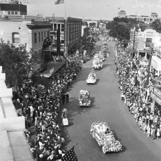 Battle of Flowers Parade on Broadway. Photo courtesy of the Institute of Texan Cultures