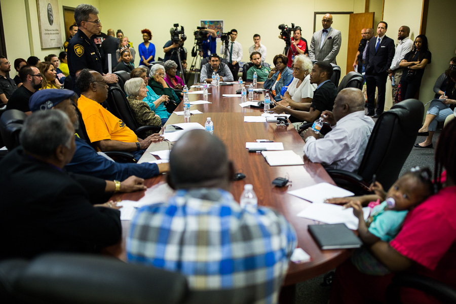 A packed room at the Ella Austin Community Center during a discussion on neighborhood crime is held with Chief William McManus of the San Antonio Police Department. Photo by Scott Ball.
