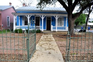 Casa Azul de Andrea is located on the corner of Mission and South Alamo streets. Photo by Iris Dimmick.