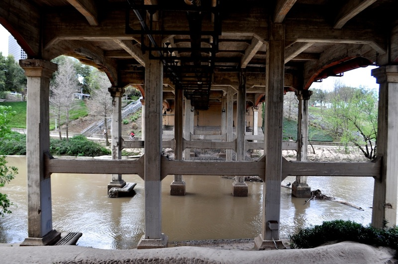 A highway underpass on the Buffalo Bayou. Photo by Iris Dimmick.
