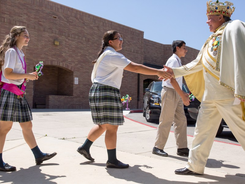 Students approach Rey Feo LXVIII Darren Casey for a welcoming handshake. Photo by Scott Ball.