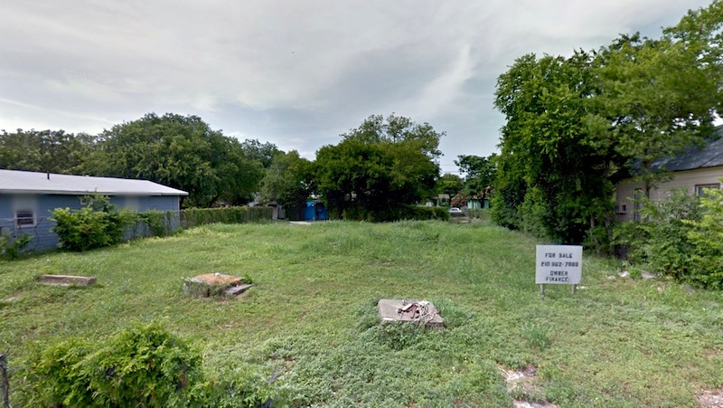 127 and 131 Gabriel are vacant lots owned by SAAH that will soon be developed into two single-family homes. Image via Google Maps.