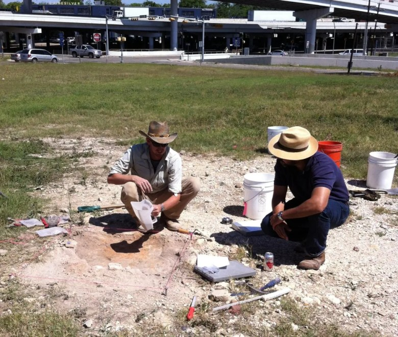 City Councilman Roberto C. Treviño (right) visits with an archeologist near the IH-35 and IH-10 interchange. Photo courtesy the Office of Historic Preservation.