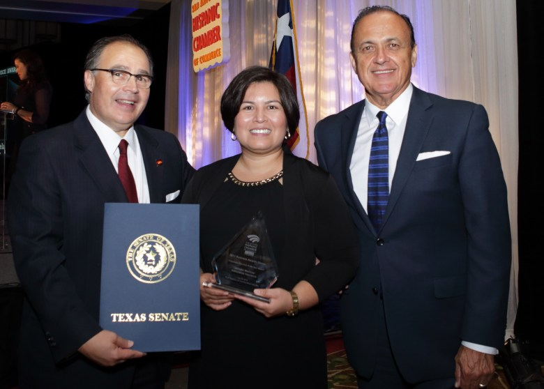SAHCC President and CEO Ramiro Cavazos poses with 2015 Corporate Executive of the Year recipient Jennifer T. Martinez, director of Language Services and San Antonio Outreach at Nationwide Insurance. Photo courtesy of SAHCC.