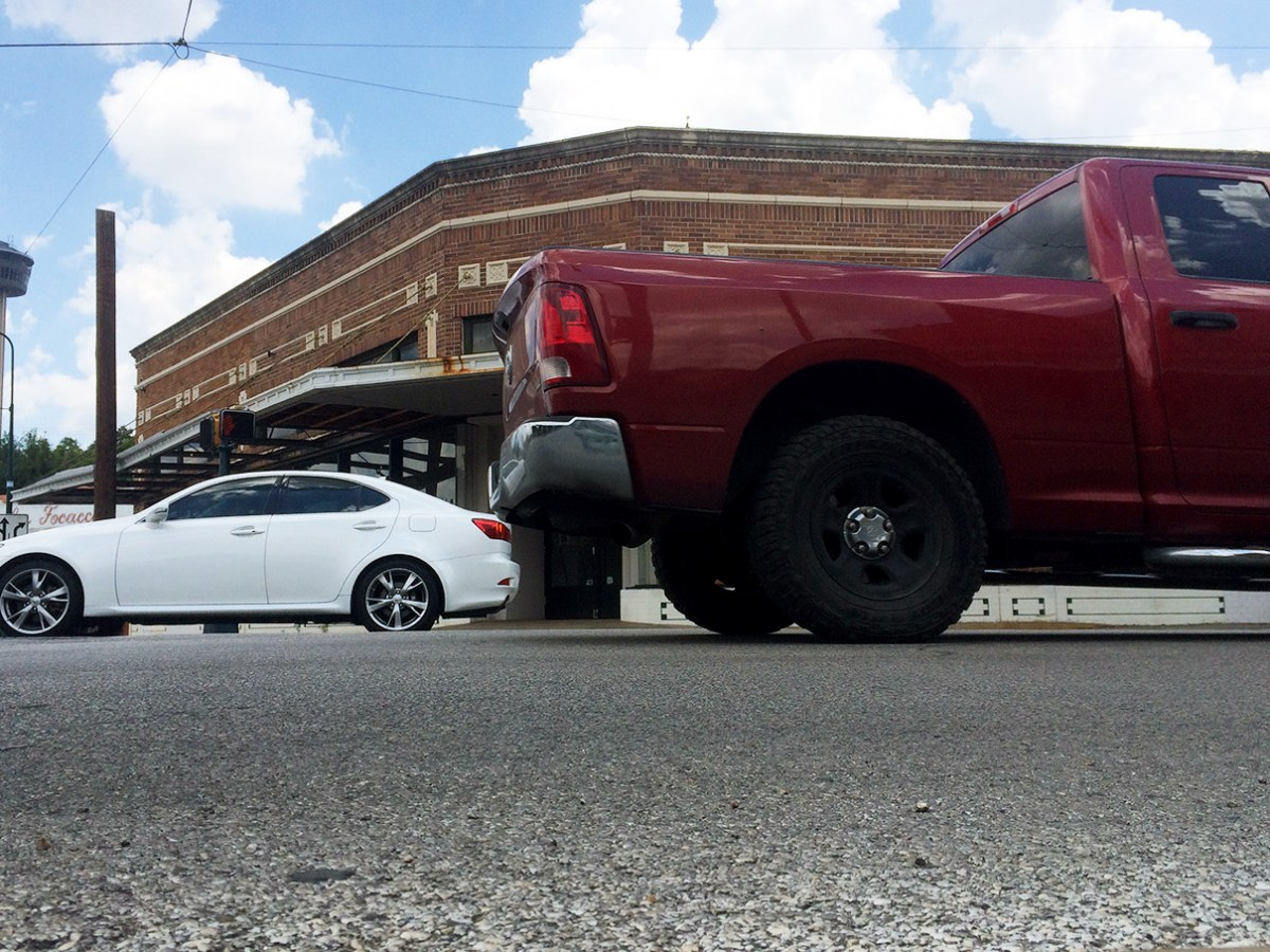 Cars pass by and many idle in Southtown. New ordinances will regulate both cars' idling and pavement sealant. Photo by Mitch Hagney.