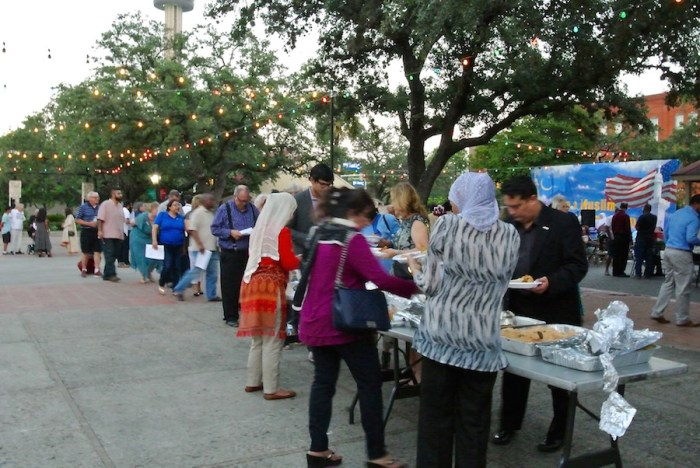 Muslim Democratic Caucus party attendees line up in Maverick Plaza to partake in the iftar, or meal after sundown during the Muslim holy month of Ramadan.  Photo by Sarah Talaat.