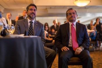 El diputado Robert Treviño (D1) y el Cónsul General de México en San Antonio, Héctor Velasco Monroy, escucharon varios discursos de bienvenida. Foto por Scott Ball.
