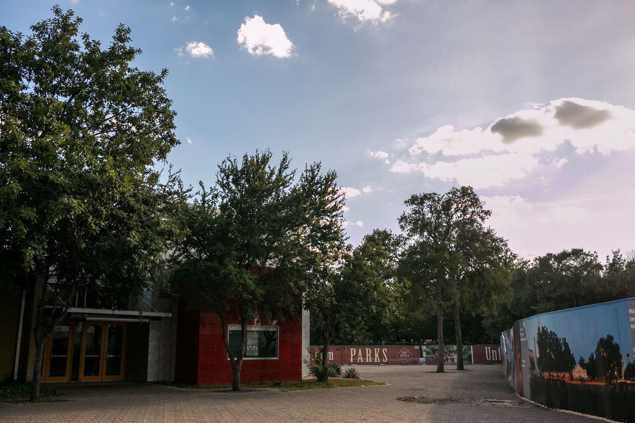 Construction alongside Instituto Cultural de México. Photo by Kathryn Boyd-Batstone.