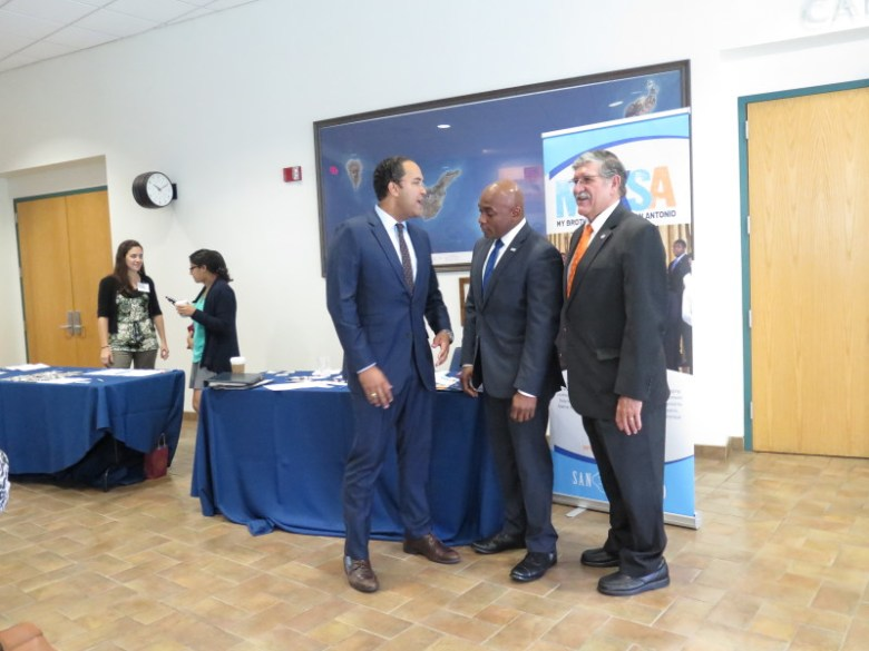 from left: U.S. Rep. Will Hurd, James Cole Jr., and UTSA President Ricardo Romo prepare to pose for a photo. Photo by Rocío Guenther.