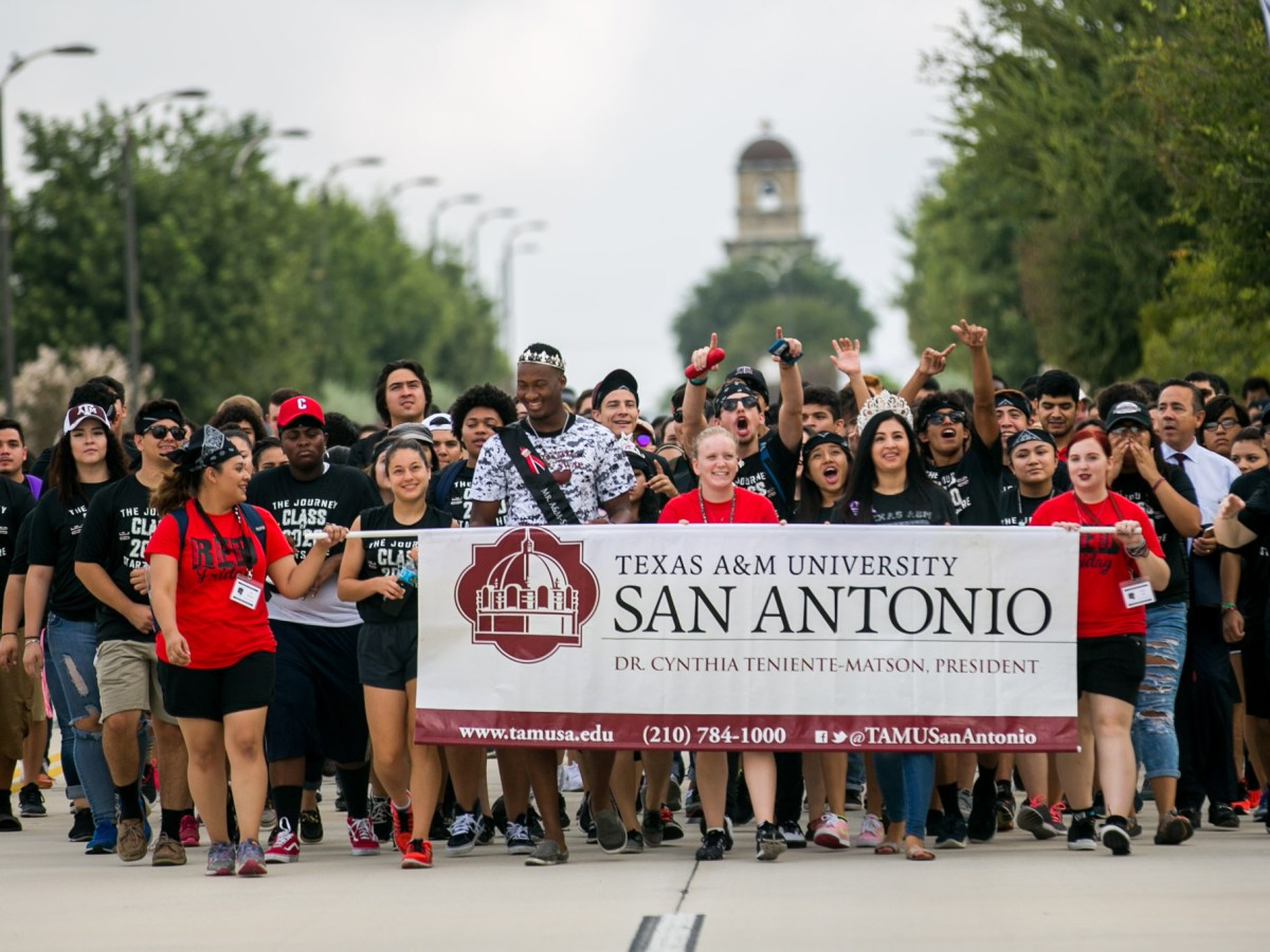 Hundreds of Texas A&M University – San Antonio freshman walk towards campus as the school's first freshman class. Photo by Kathryn Boyd-Batstone.