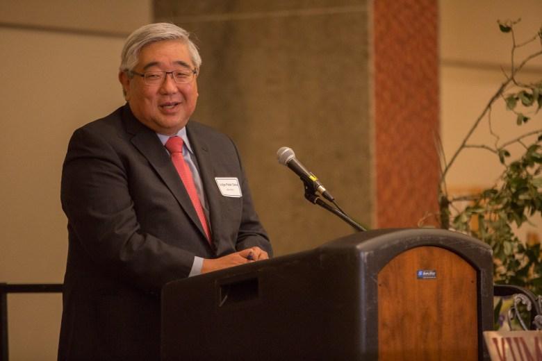 Judge Peter Sakai introduces Japanese Consul General Tetsuro Amano. Photo by Scott Ball.