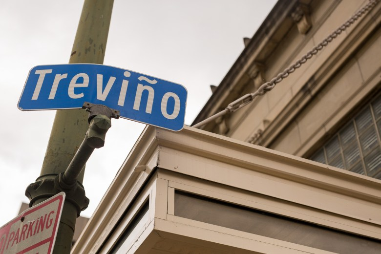 The newly updated Treviño Street sign now includes the tilde over the letter n. Photo by Scott Ball.