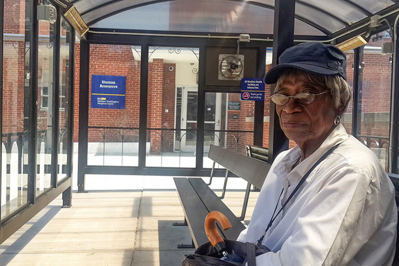 Edith Stowe waits for her bus at the MedStar Washington Hospital Center in the District of Columbia in July 2016. Photo by Zhai Yun Tan for Kaiser Health News.