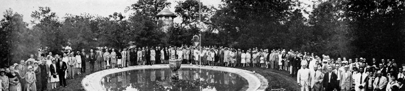 In 1930, Urrutia held his 68th birthday party at Miraflores, which also marked the 400th anniversary of the first school in the Americas founded in Texcoco by Fray Pedro de Gante. Here guests gather around the circular pool dedicated to de Gante. Photo by HL Summerville, courtesy of Urrutia Photo Collection.