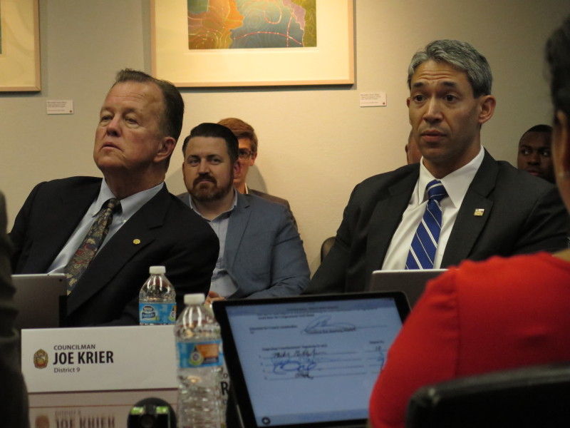 Councilmen Joe Krier (D9) Ron Nirenberg (D8) listen to other members of the Governance Committee. Photo by Rocío Guenther.