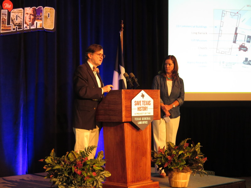 Alamo Master Planner George Skarmeas and Alamo Endowment Executive Director Becky Dinnin tell the audience that the master plan process is still in beginning stages. Photo by Rocío Guenther.