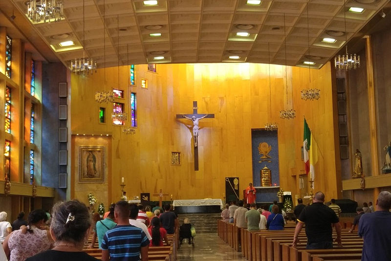 Parishioners attend a mass at Catedral de Nuestra Señora de Guadalupe in Ciudad Juárez. Photo by Julián Aguilar for the Texas Tribune.