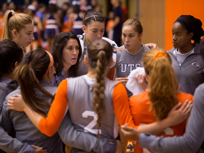 UTSA Volleyball Head Coach Laura Neugebauer-Groff gives her team a talk during a time out. Photo by Scott Ball.