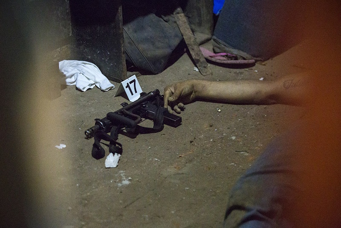 The body of an alleged gang member following a shootout in Ayagualo, El Salvador, in May 2016 that police say began when one of their patrols was ambushed. Photo by Martin do Nascimento for The Texas Tribune.
