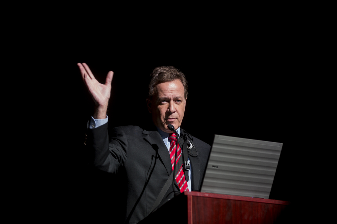 News 4 San Antonio anchor Randy Beamer introduces the PechaKucha 23 speakers.