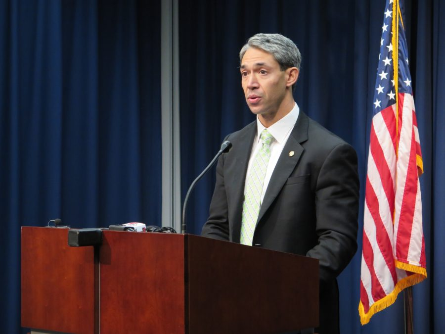 Councilman Ron Nirenberg (D8) shares the results of a recent soil sample test at Oak Hollow Mobile Home Park that showed high levels of E. Coli in the ground.