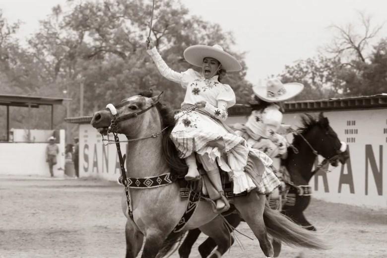 Leading Escarmuza.