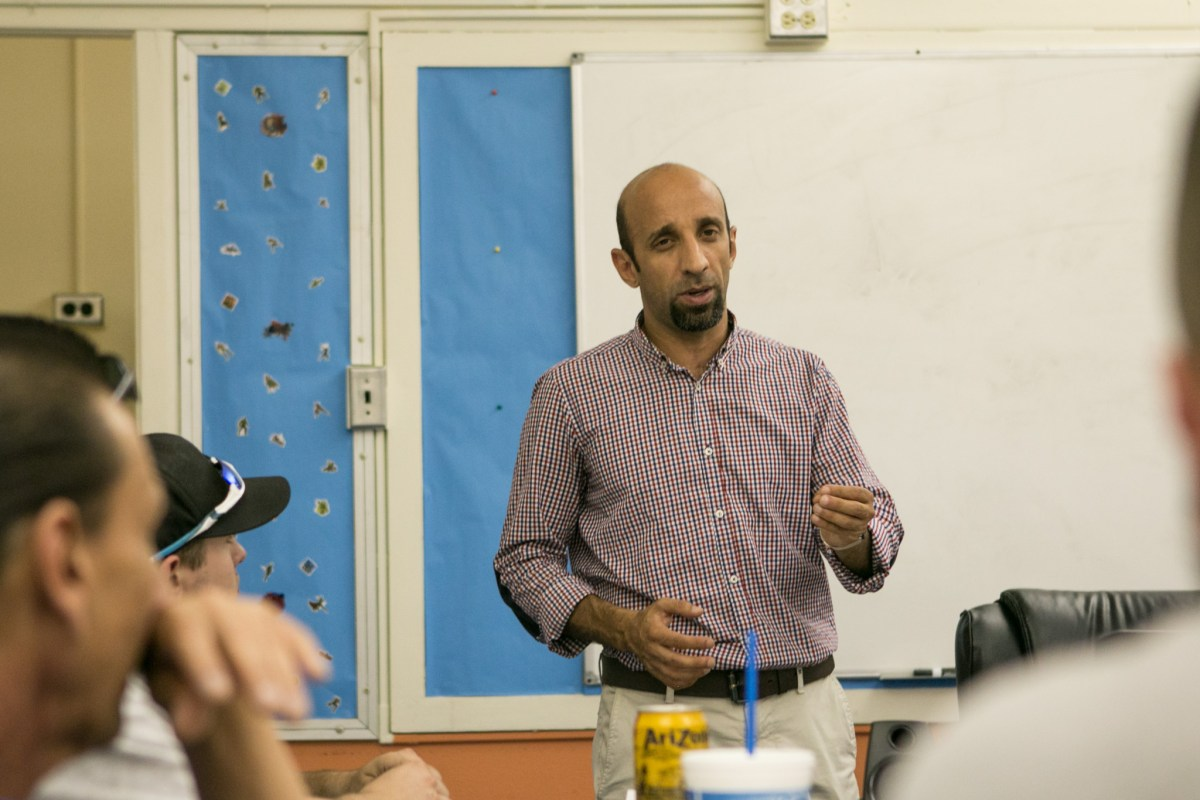Zaid speaks to a group of fathers at Compadre y Compadre at Steele Elementary School.