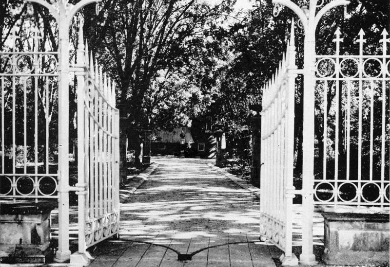 The Hildebrand Gate at Miraflores circa 1930s.