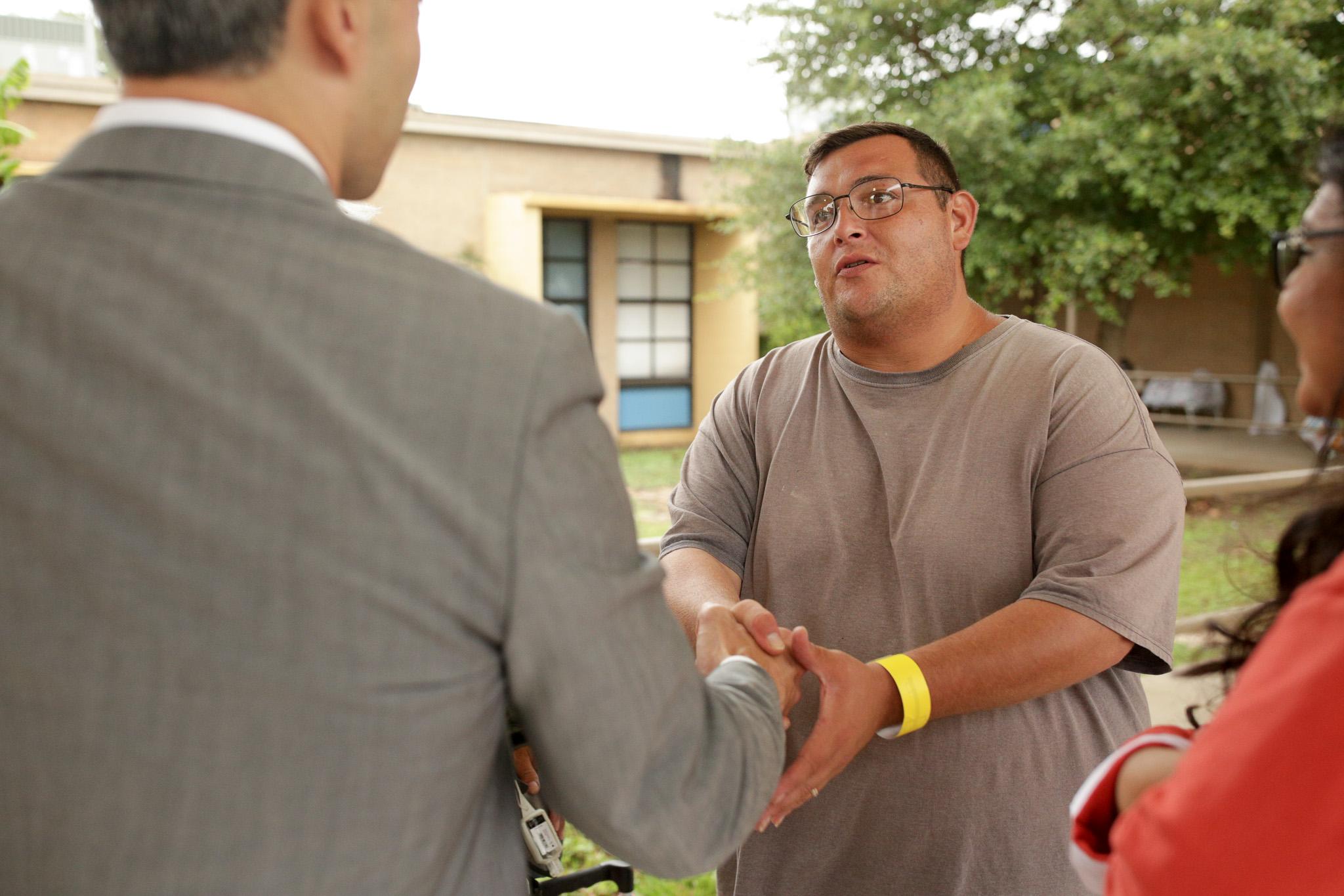 Corpus Christi evacuee Salvador Esparza thanks Mayor Nirenberg for the city's response to the disaster.