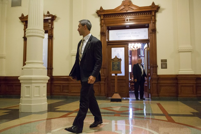 Mayor Ron Nirenberg walks outside the Governor's Public Reception Room following a meeting on Monday August 7, 2017.