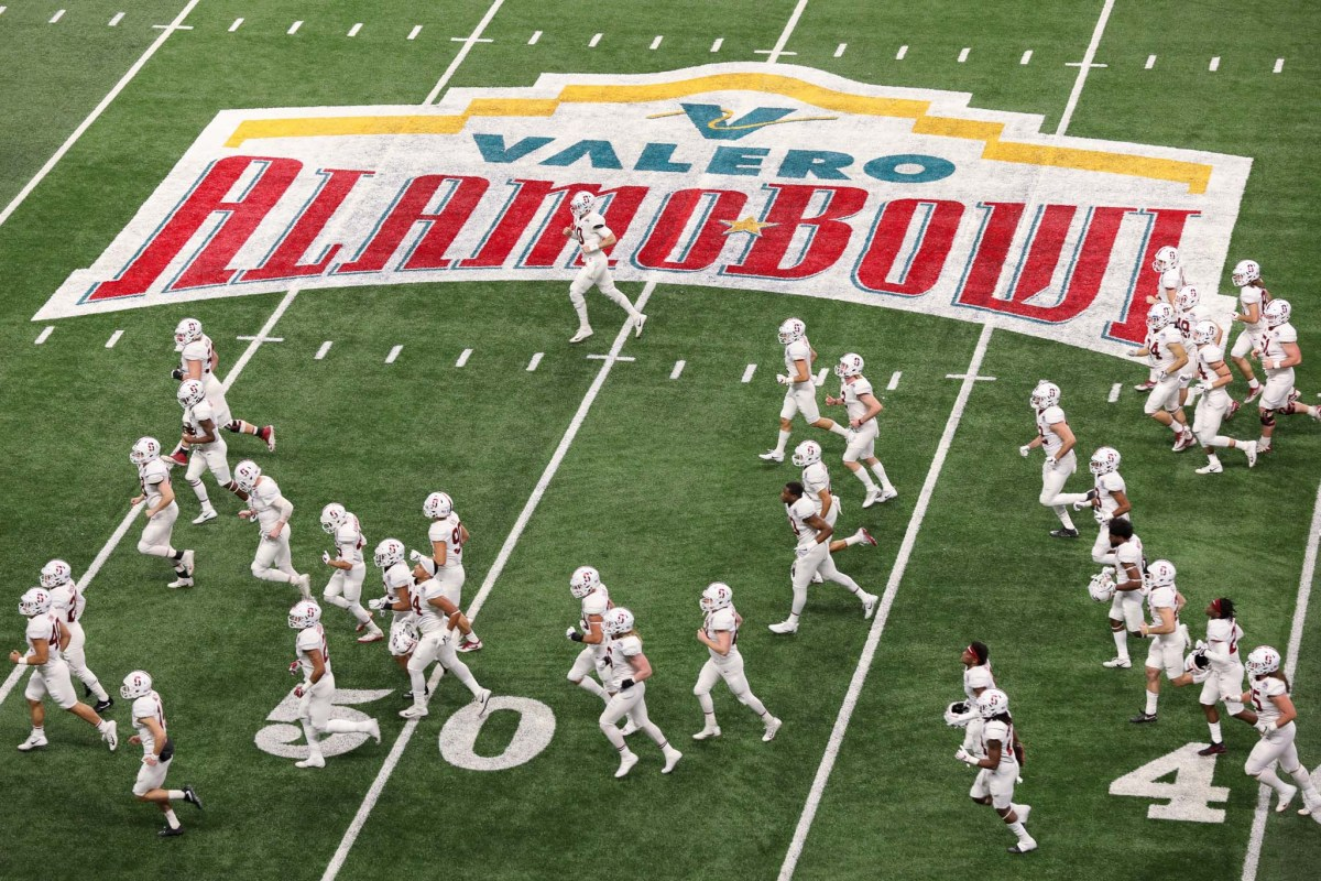 Stanford heads into the locker room at the Valero Alamo Bowl.