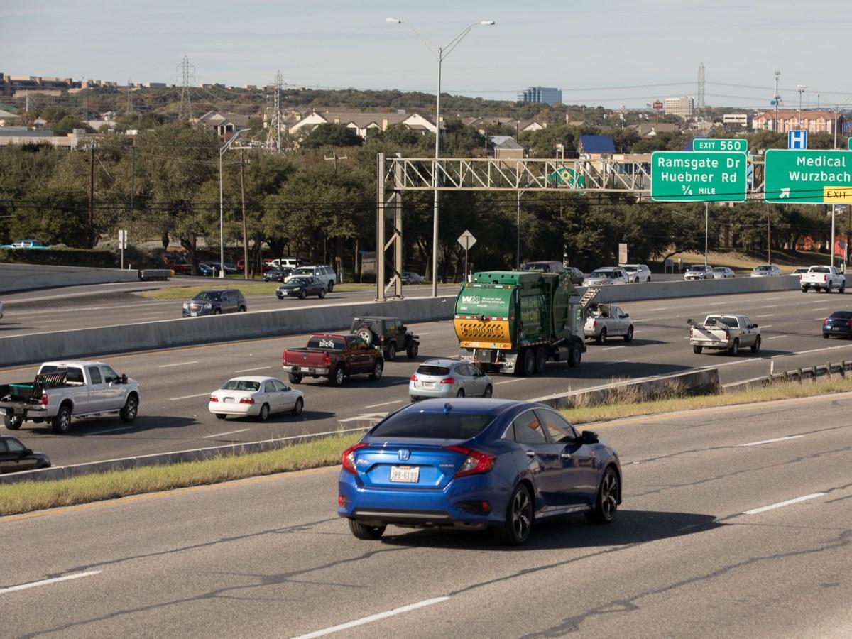 Traffic along Interstate 10 heading West.