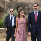 The King and Queen of Spain walk through the grounds of Mission San José.