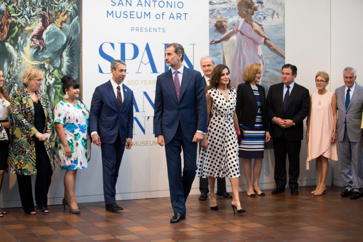 The King and Queen of Spain stand in front of the new exhibition highlighting 500 years of Spanish paintings.