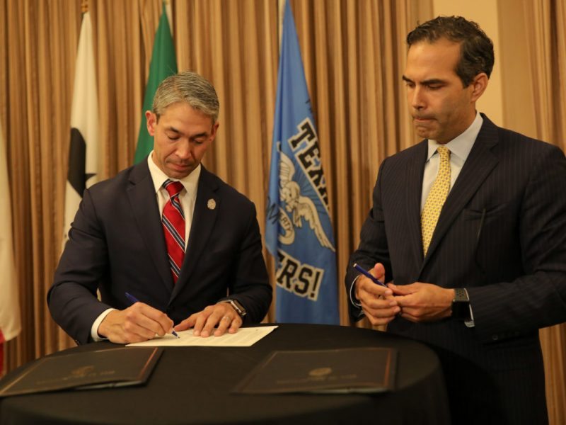 Mayor Ron Nirenberg (left) and Texas Land Commissioner George P. Bush sign a resolution in support the Alamo Master Plan.