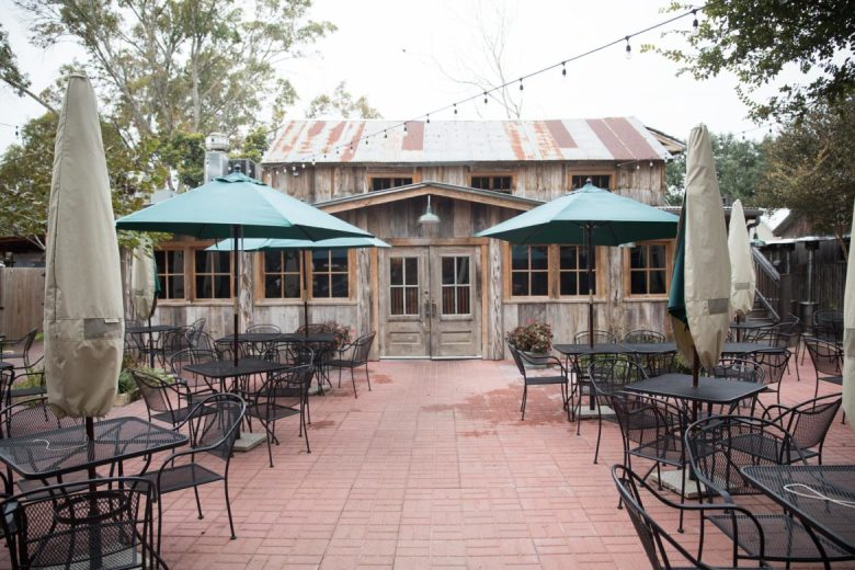 The entrance to Fremdes features a spacious patio and plenty of outdoor seating with heaters in the winter and fans in the summer.