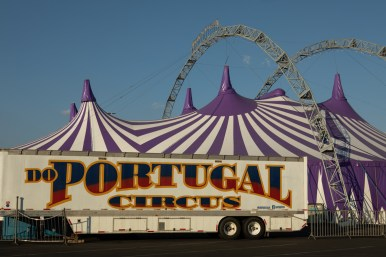 Do Portugal Circus is located in the Ingram Park Mall parking lot.