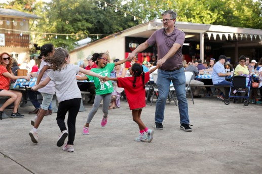 James Fix (right) dances in a circle with his daughters Madeleine, Reina, Cora, and Sybella during the chicken dance.
