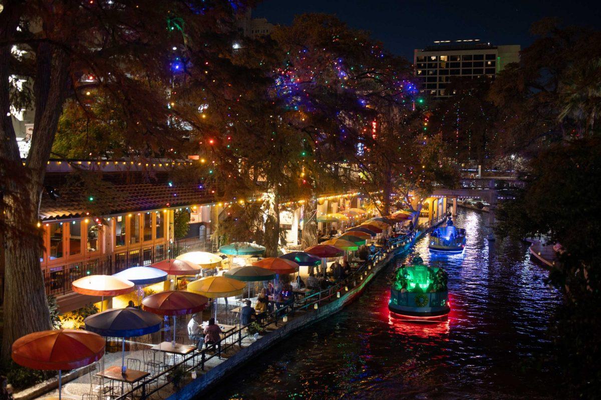 San Antonio Riverwalk On Christmas Day 2021 Christmas Lights Add Sparkle To Downtown San Antonio