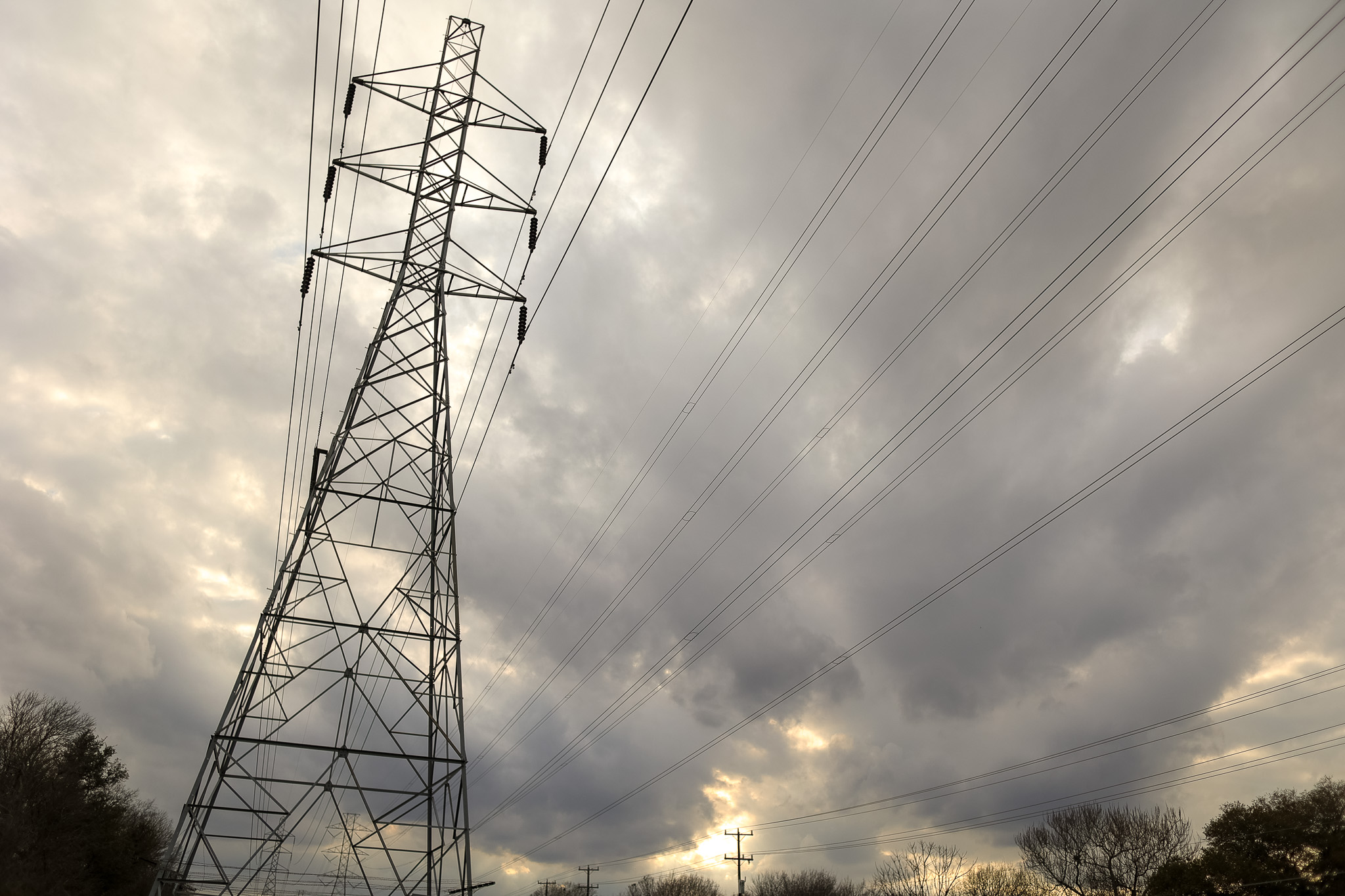 Texas grid operator calls for conservation amid tight conditions Monday