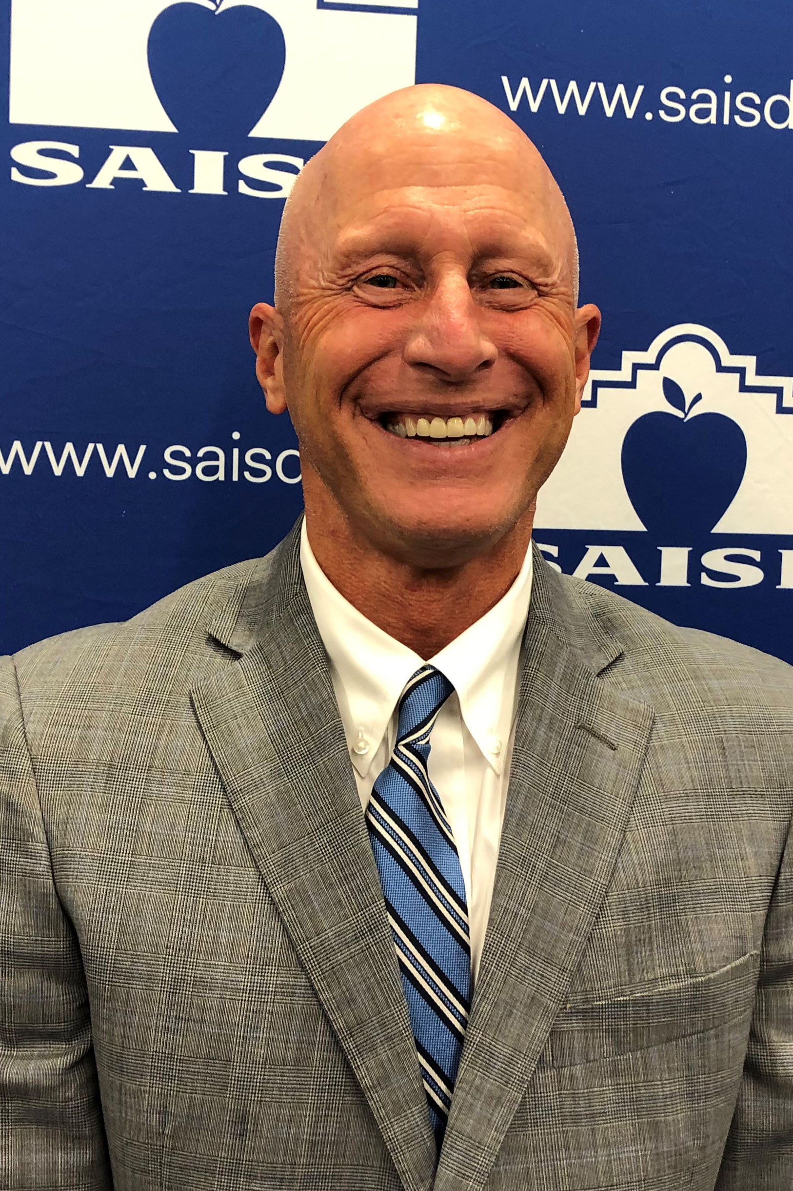 Robert Jaklich, a former superintendent for Harlandale ISD has been named interim-superintendent for SAISD.