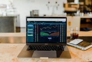 Read more about the article 建立適合懶人的投資獲利方法-《綠角的基金8堂課》