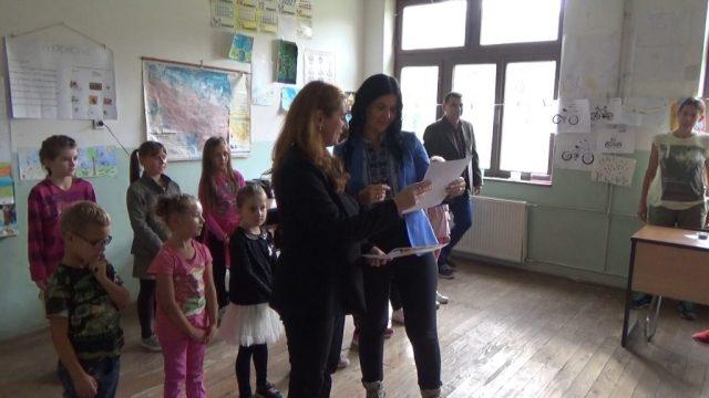 Volonteri 4 1024x576 - Volonteri iz Holandije uredili i okrečili prostorije škole u Starom Majdanu